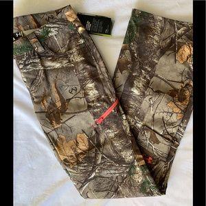 Under Armour Camo Pants Size 2 big fit